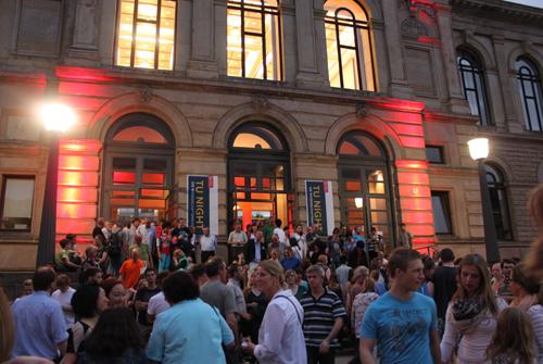 TU-Night 2012: Gedränge vor dem Altgebäude