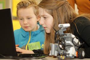 Spannende Entdeckungen können die Kinder in der Erfinderwerkstatt machen