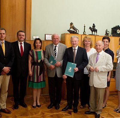 Deutsche und russische Delegation nach der Vertragsunterzeichnung