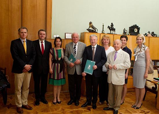 Die deutsche und die russische Delegation in St. Petersburg