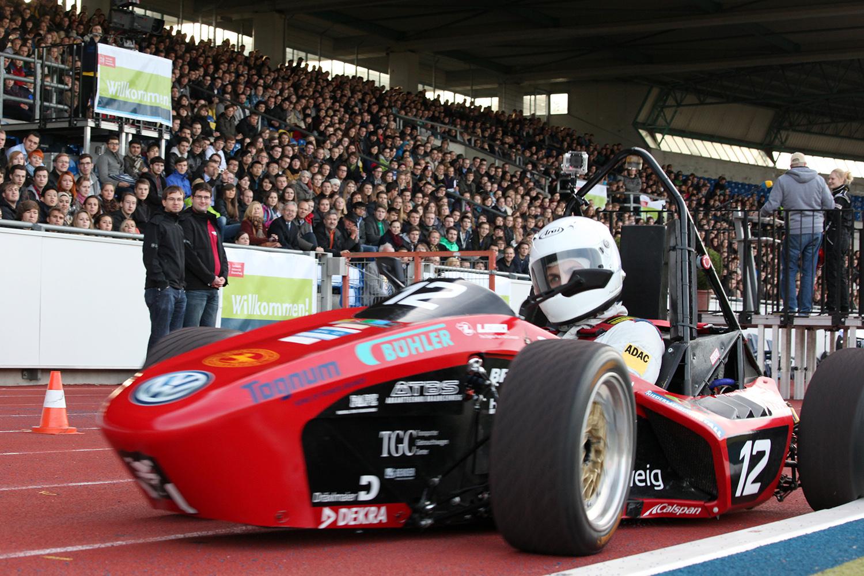 Das Lions-Racing-Ream drehte mit ihrem Elektrorennwagen ein paar Stadionrunden.