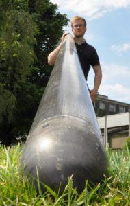 Martin Neuhaus mit dem Borlochmagnetometer