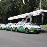 """Der kabelose Elektrobus """"Emil"""" mit den drei neuen Elektrofahrzeuge """"Emeilia"""""""