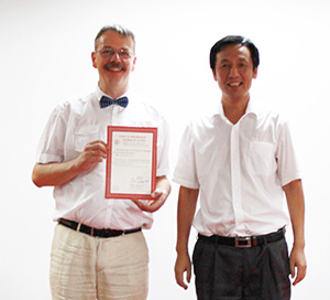v. l. Prof. Harald Löwe, Institut Computational Mathematics, und der Präsidenten des College of Mechanical and Electrical Engineering der Beijing Union University, Prof. Dr. Guang Cheng.