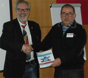 Übergabe der Sprecherschaft der Exceed-Projektleitung von Prof. Müfit Bahadir (rechts) an  Prof. Norbert Dichtl.