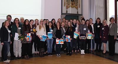 Die Technikantinnen mit Vertreterinnen und Vertretern der TU Braunschweig, der Ostfalia und des Minsteriums für Wissenschaft und Kultur.