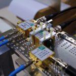 Terahertz-Empfänger auf einer mechanischen Rotationseinheit während einer Datenübertagung