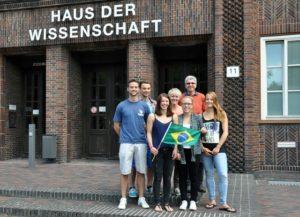 Freuen sich auf Brasilien: Marvin Hollenbach, Florian Georgi, Emely Siedenbiedel, AOR Heike Beckmann, Christina Stapel, Prof. Dr. Reiner Hildebrandt-Stramann, Jana Jaschewski.
