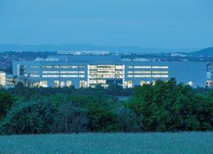 Die neue Festo-Technologiefabrik der Festo AG zur Fertigung von Ventilen, Ventilinseln und Elektronik am Standort Scharnhausen bei Stuttgart. (Festo AG & Co. KG)