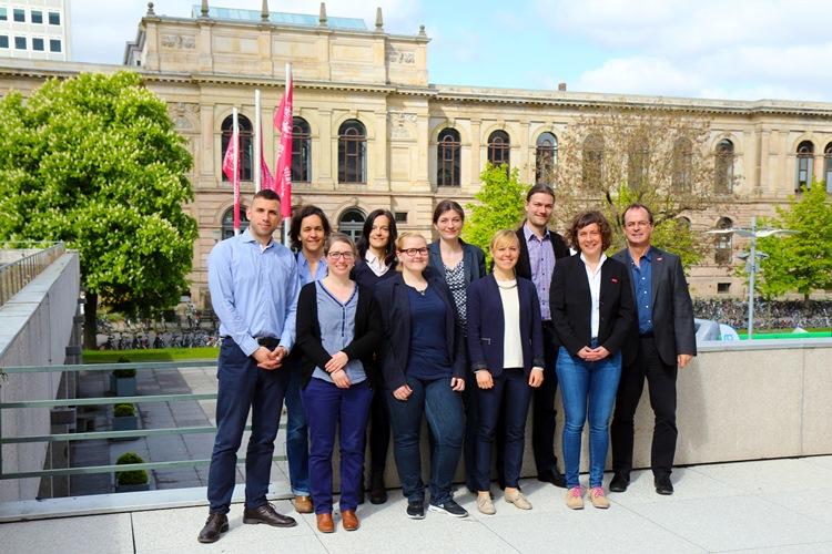 Die TU 9-Forschungsreferentinnen und -Referten mit ihren Gastgebern von der TU Braunschweig.