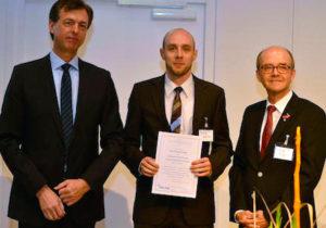 FKTG-Vorsitzender Siegfried Fößel, Preisträger Dr.-Ing. Jan Zöllner und Doktorvater Prof. Ulrich Reimers. (Foto: privat)