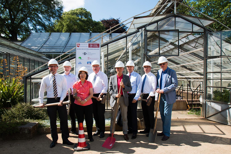 Stelldichein der Unterstützer: Victoria-Seerose soll ein neues Gewächshaus erhalten