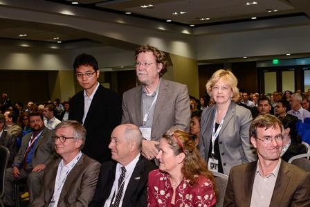 Prof. Dr. Stefan Dübel vor der Preisverleihung (mitte, Foto: Mike Moya/AAPS)
