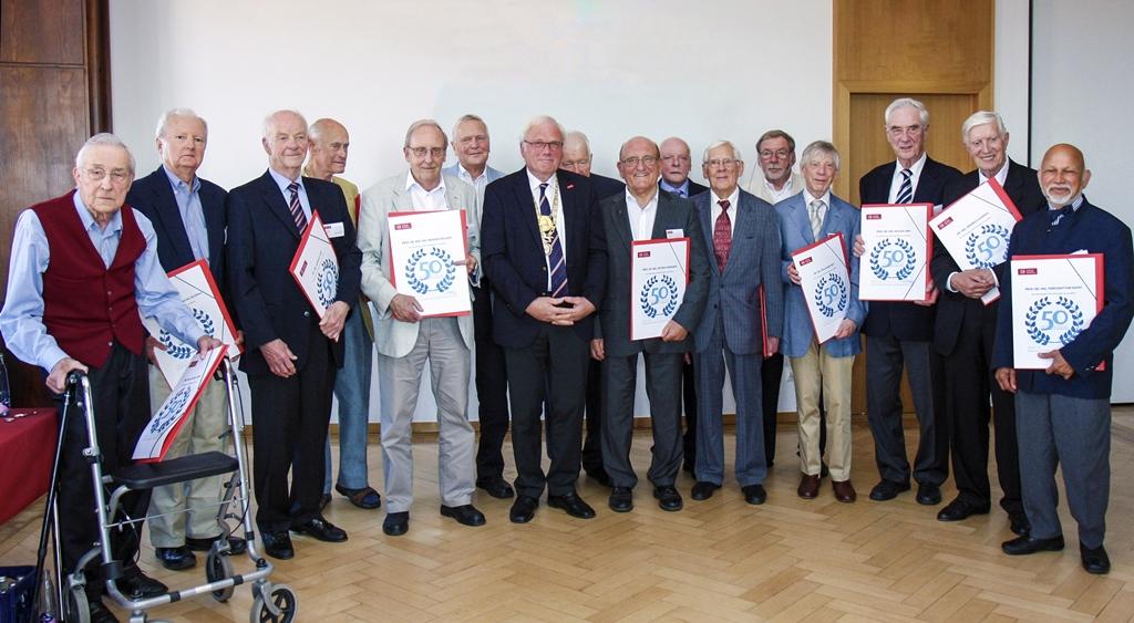 50. Promotionsjubiläum der Doktoranden-Jahrgänge 1964 und 1965: Prof. Dr.-Ing. Rudolf Elsner, Prof. Dr.-Ing. Victor Klemas, Dr.-Ing Werner Ohm, Dr.-Ing. Wilfried Kruckewitt, Prof. Dr.-Ing. Werner Heiland, Dr.-Ing. Uwe Gösch, Präsident Prof. Dr.-Ing. Dr.-Ing h.c. Jürgen Hesselbach, Dr.-Ing. Heinrich Brendes, Prof. Dr.-Ing. Dietrich Morghen, Prof. Dr.-Ing. Klaus Bystron, Prof. Dr.-Ing. Hansgeorg Meyer, Veranstaltungsoriganisator Prof. Dr.-Ing. Uwe Varchmin, Dr.-Ing. Wolfgang Witt, Prof. Dr.-Ing. Holger Ann, Dr.-Ing. Friedrich Kappius, Prof. Dr.-Ing. Purushottam Bapat.