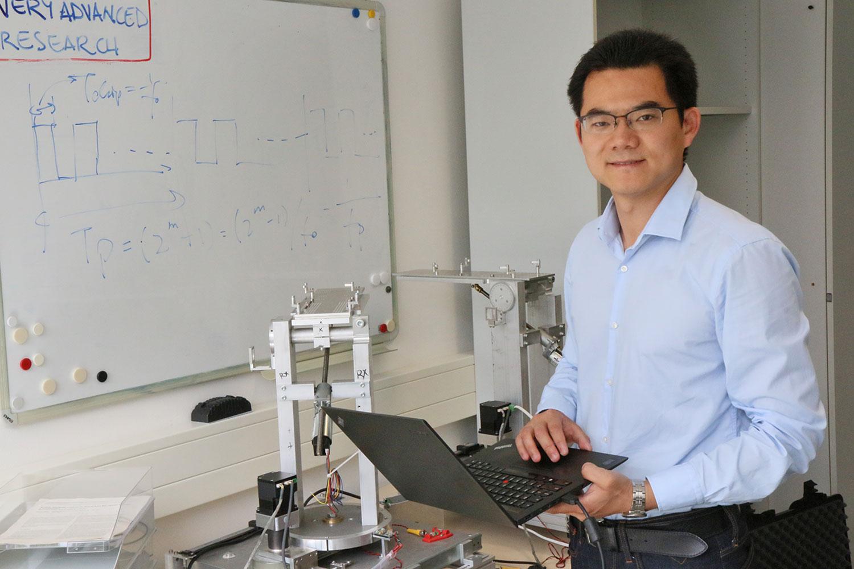 Ke Guan Ph.D. forscht in den kommenden zwei Jahren im Bereich der Terahertz- und Millimeterwellen im Anwendungsfeld der Eisenbahn-Kommunikation.
