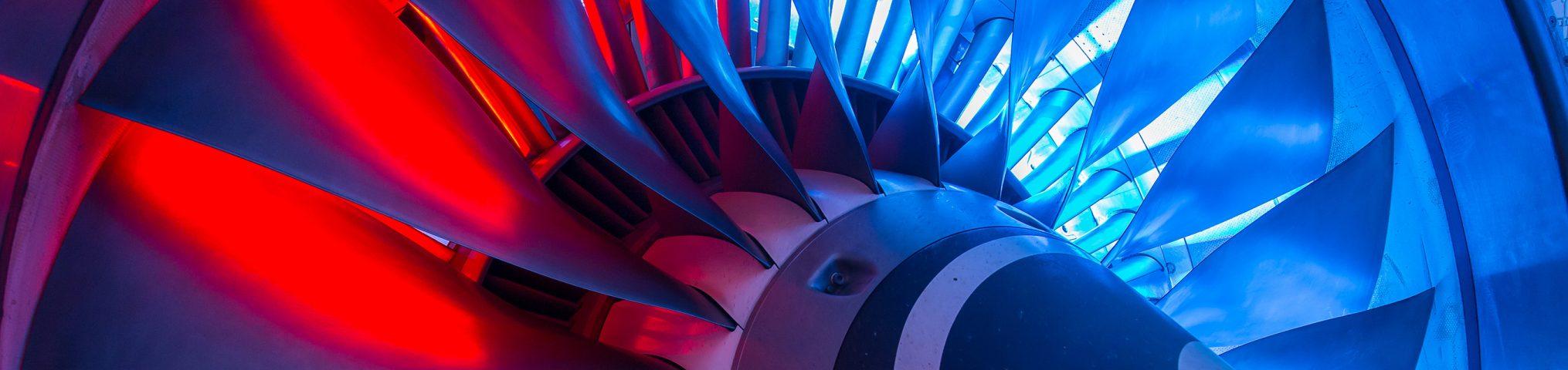 Das Forschungstriebwerk ist drei Meter lang, zwei Tonnen schwer und erzeugt 110.000 Newton Schubkraft.