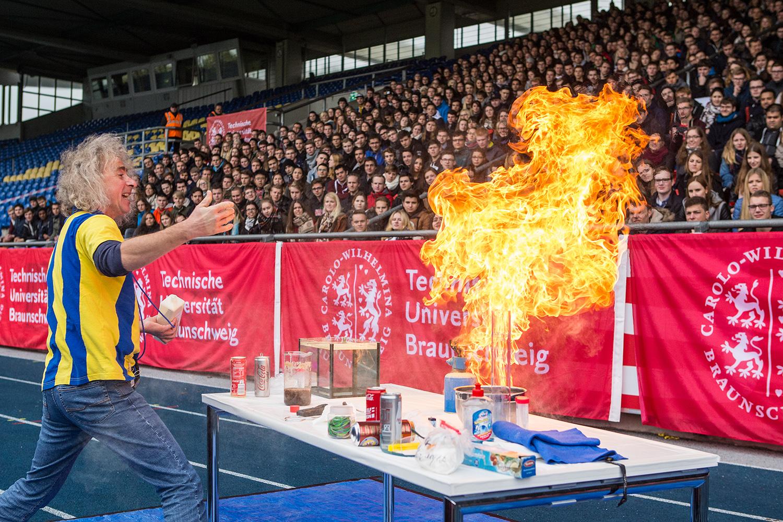 Begrüßung der Erstsemester 2016 im Eintracht-Stadion