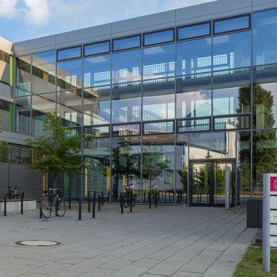 Gebäudeansicht der Institute