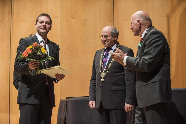 Foto des Preisträgers mit Prof. Klaus Manger und Prof. Christoph Stölzl