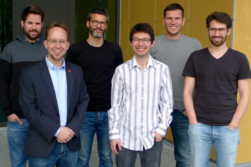 Das Bild zeigt die Forscher des Instituts für Systemsicherheit von links nach rechts: Daniel Arp, Prof. Dr. Konrad Rieck, Hugo Gascon, Dr. Fabian Yamaguchi, Christian Wressnegger und Alwin Maier. Bildnachweis: TU Braunschweig