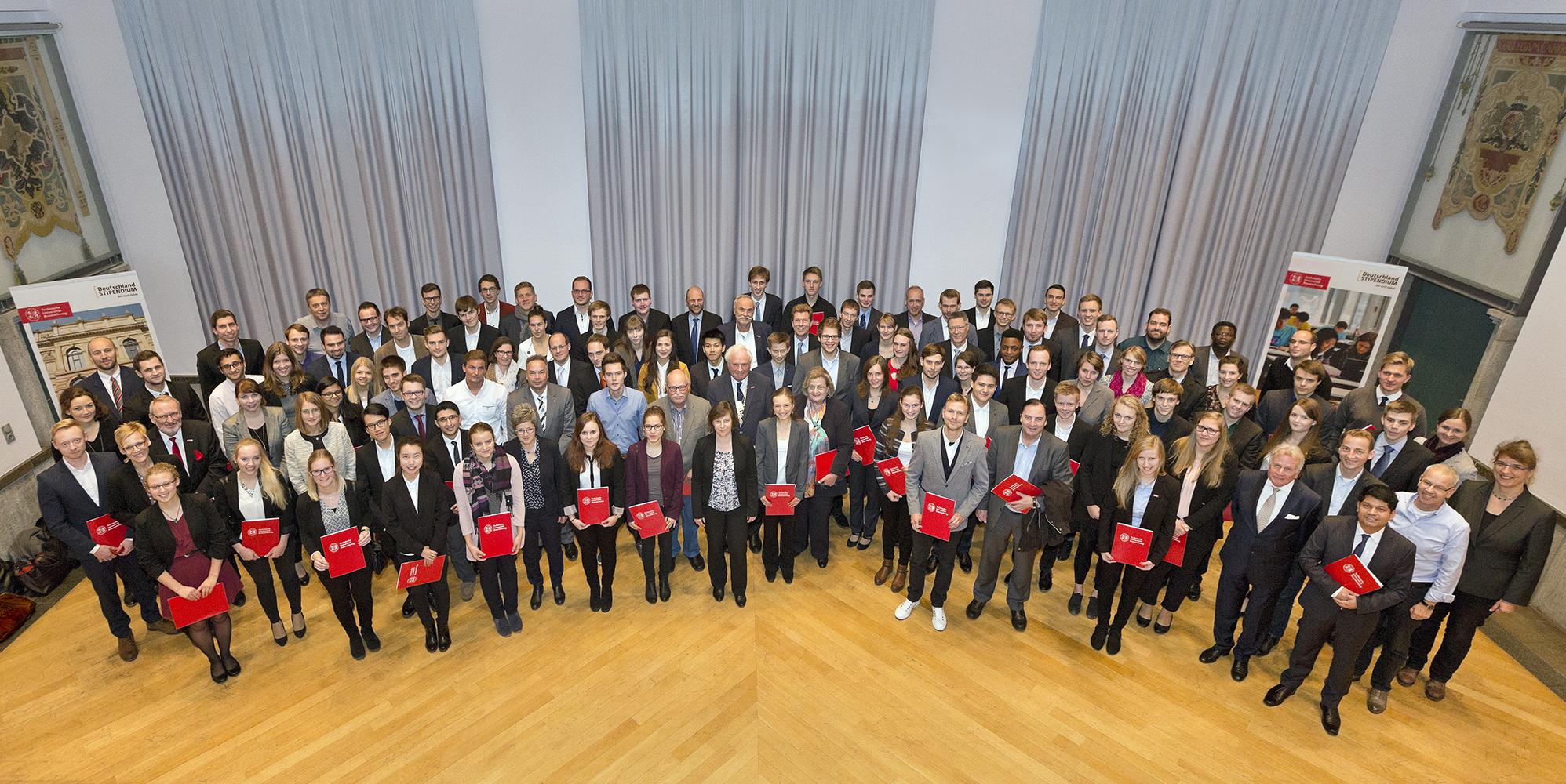 Die Deutschlandstipendiatinnen und -stipendiaten mit ihren Förderern. Bildnachweis: TU Braunschweig/Andreas Bormann