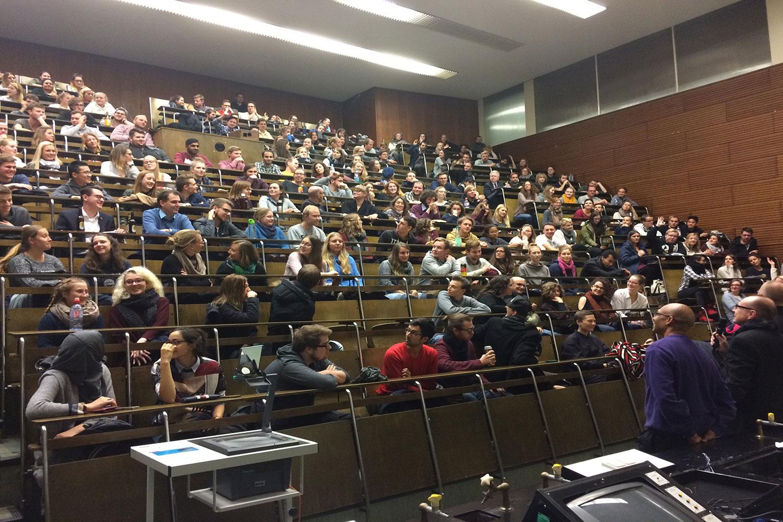 Studenten im Hörsaal.