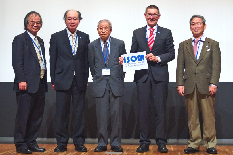 Das Bild zeigt Prof. Tutsch, 2. von rechts, und Kollegen