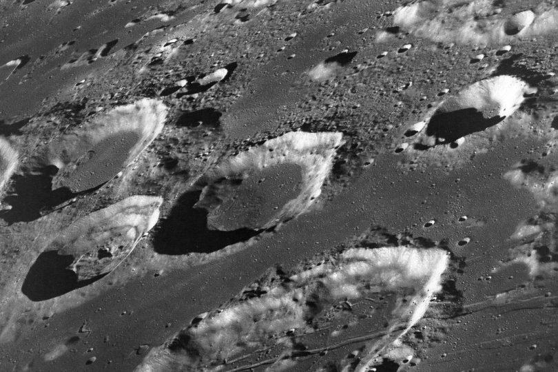 Mondoberfläche mit Kratern