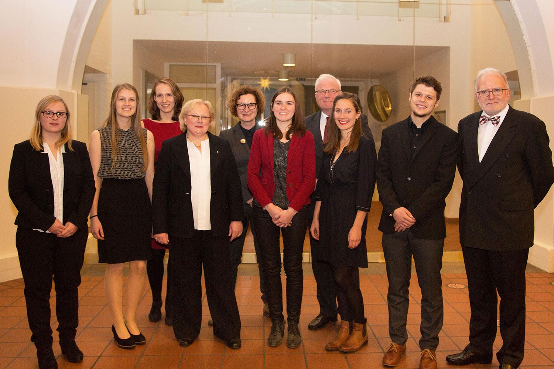 Gruppenfoto der Verleihung des Bürgerpreises 2016 mit Preisträgern und Preisverleihern.