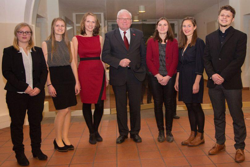 Die Gewinner des Bürgerpreises 2016 mit Prof. Dr. Jürgen Hesselbach