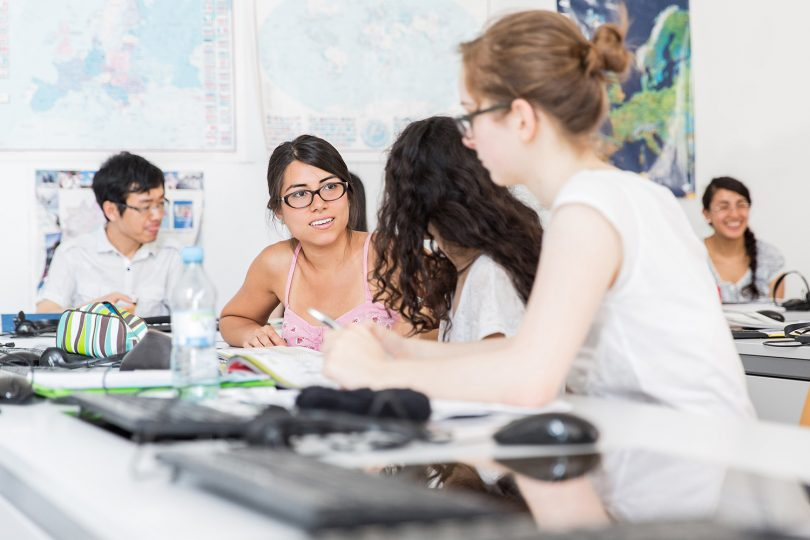 Vier Studierende im Gespräch