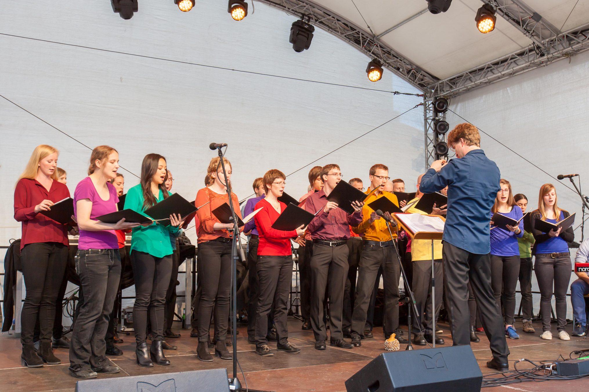 Der Unichor geleitet durch Sebastian Grünberg bei einem Auftritt zur TU-Night 2016. Foto: TU Braunschweig/ Presse und Kommunikation