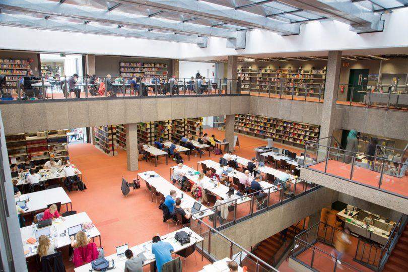 Blick in die Lesesäle der Universitätsbiliothek.
