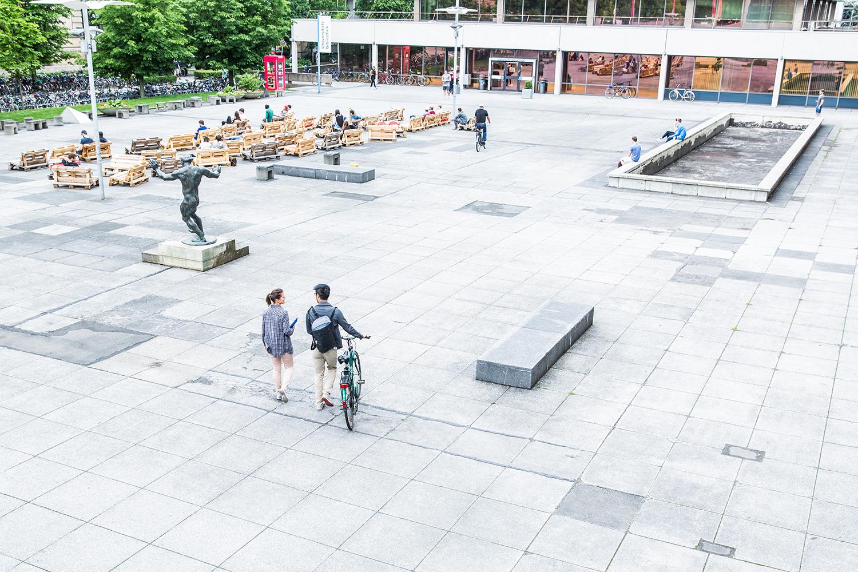 Der Forumsplatz der TU Braunschweig wird in Universitätsplatz umbenannt. Bildnachweis: TU Braunschweig/Marek Kruszewski