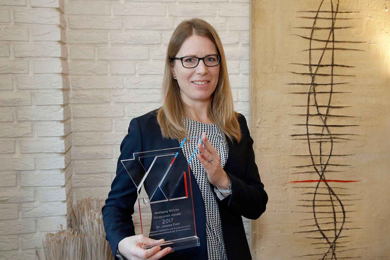 Die diesjährige Preisträgerin des Wolfgang wirichs förderpreis Handel Dr. Susanne Fleer vom Institut für Marketing. bildnachweis Wolfgang Wirichs Stiftung