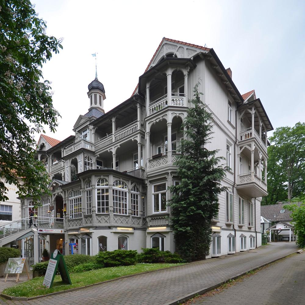 Das einst koscher geführte Hotel Parkhaus, hinter dem sich von 1901 bis ca. 1935 eine Synagoge für die jüdischen Kurgäste und die Bewohner der Stadt befand. Foto: Israel Jacobson Netzwerk, 2016