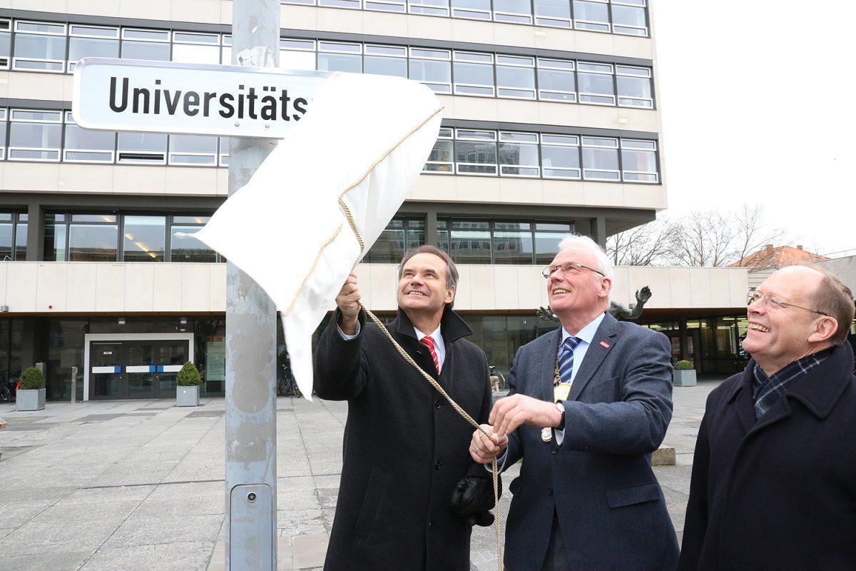 März: Forumsplatz wird Universitätsplatz