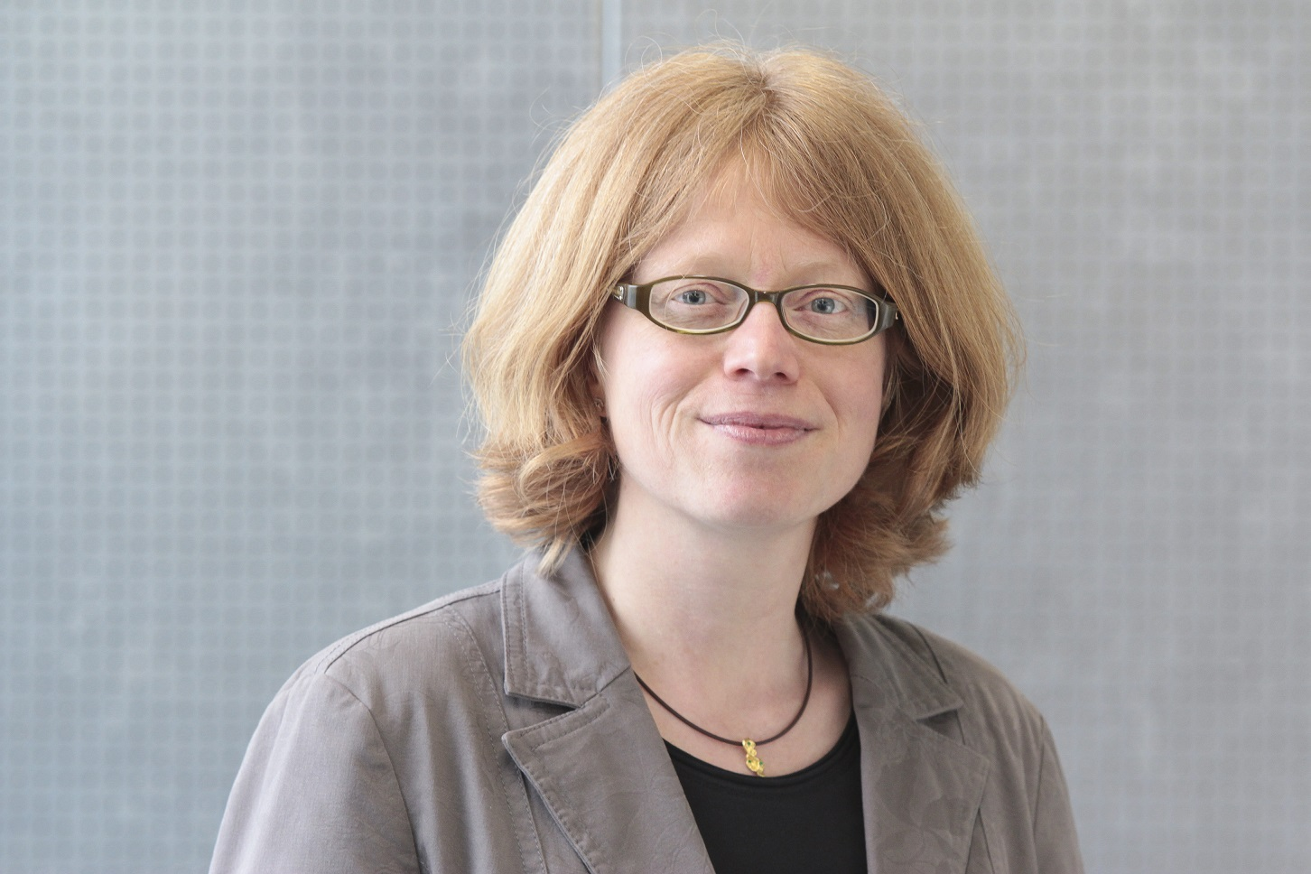 Die Koordinatorin des neuen DFG-Schwerpunktprogrammes: Prof. Dr. Regina Toepfer, Professorin für germanistische Mediävistik am Institut für Germanistik der TU Braunschweig. Bildnachweis: Anne Hage/TU Braunschweig