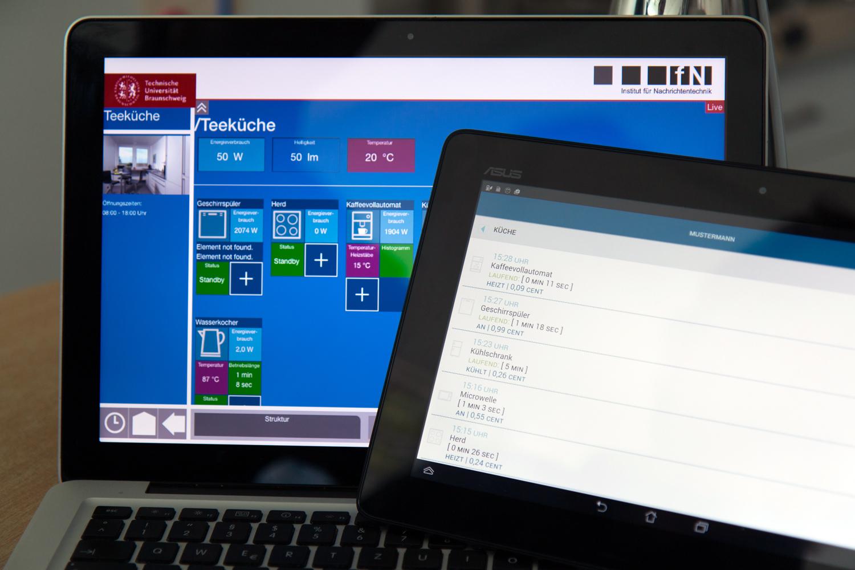 """Im """"Living Lab TUBS"""" wurden auch Applikationen entwickelt. Mit ihnen können die Daten angezeigt und Einstellungen vorgenommen werden. Bildnachweis: Stephan Nachtigall/TU Braunschweig."""
