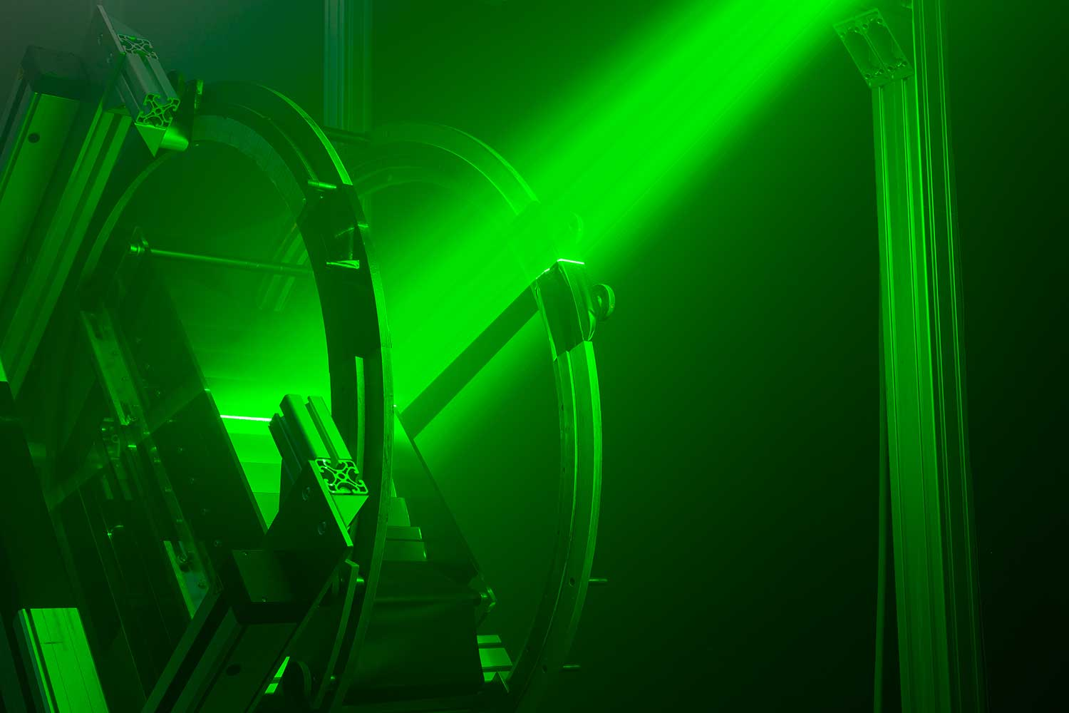 """Particle Image Velocimetry"" can be used for non-contact laser measurement of different types of airflow around aircraft. Credit: Sebastian Olschewski/TU Braunschweig"