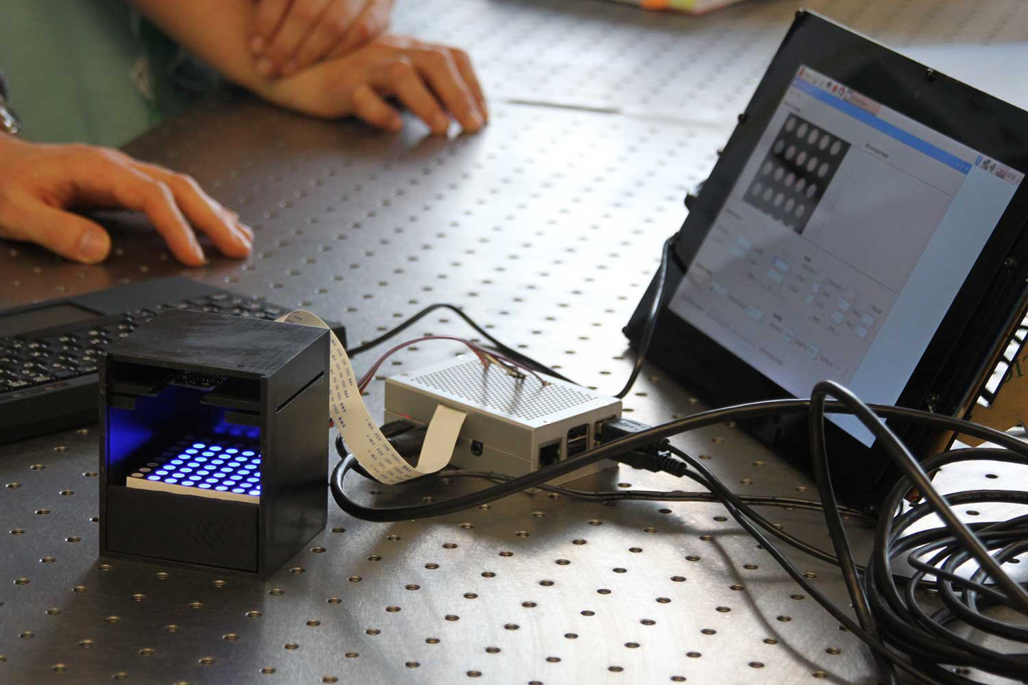 The blue LEDs can be controlled individually using the tablet, or dynamic light patterns can be produced. Credit: Andrea Hoferichter/TU Braunschweig