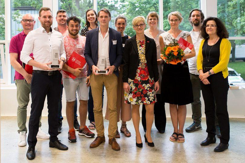 Zu sehen sind die Gewinnerinnen und Gewinner der LehrLEO-Awards 2017 in einem Gruppenfoto.