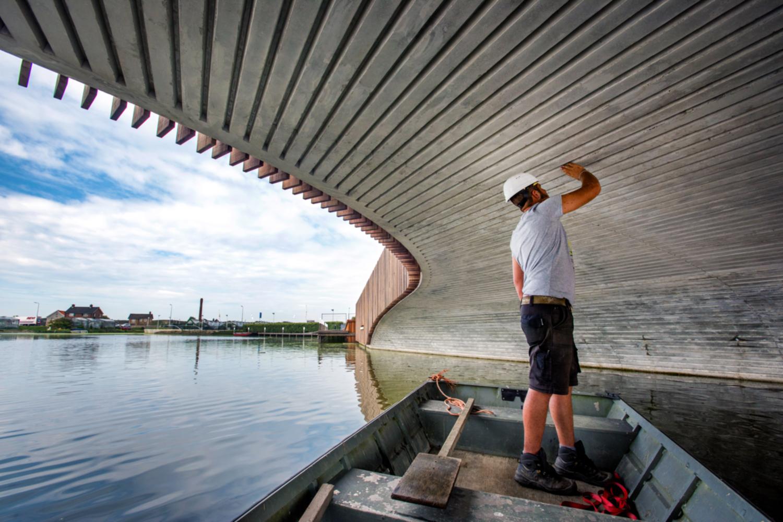 Blick unter die Vlotwateringbrug in der südholländischen Stadt Monster. Bildnachweis: Raymond Rutting/NEXT architects.