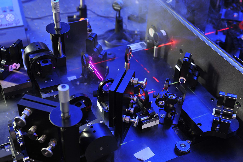 Ein Optisch-Parametrischer Verstärker am Institut für Physikalische und Theoretische Chemie. Bildnachweis: Frank Bierstedt/TU Braunschweig.