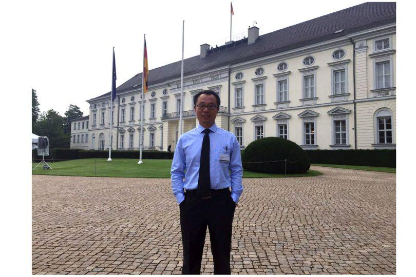 Zu sehen ist der Stipendiat Chong Wang in Berlin.