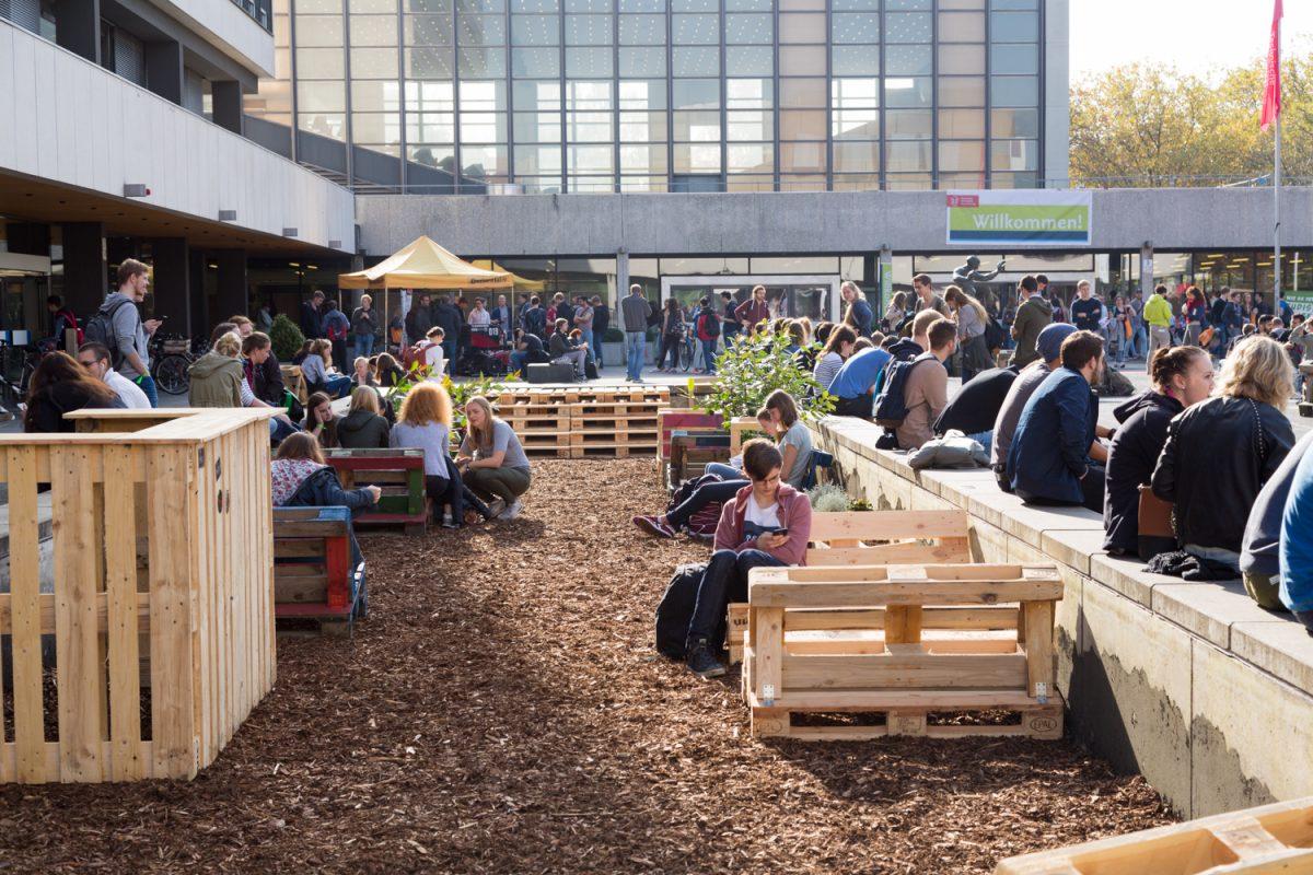 unser campus soll sch ner werden vom brunnen zur oase. Black Bedroom Furniture Sets. Home Design Ideas