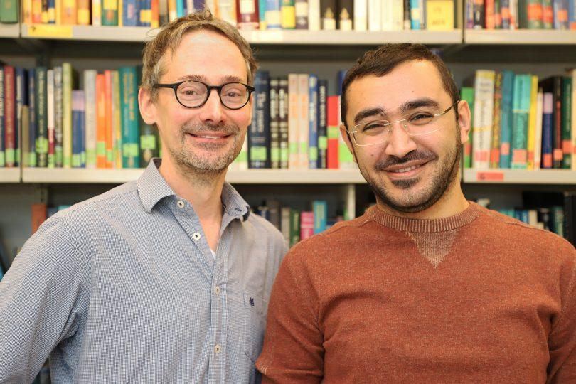Auf dem Bild sind Prof. André Fleißner und Hamzeh Haj Hammadeh zu sehen.