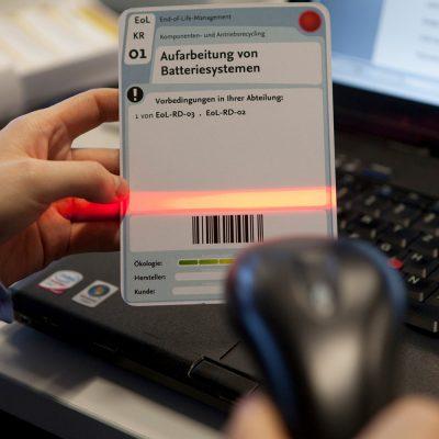 Zu sehen ist ein Scanner, der zusammen mit der HOLISTIC Software eingesetzt wird.