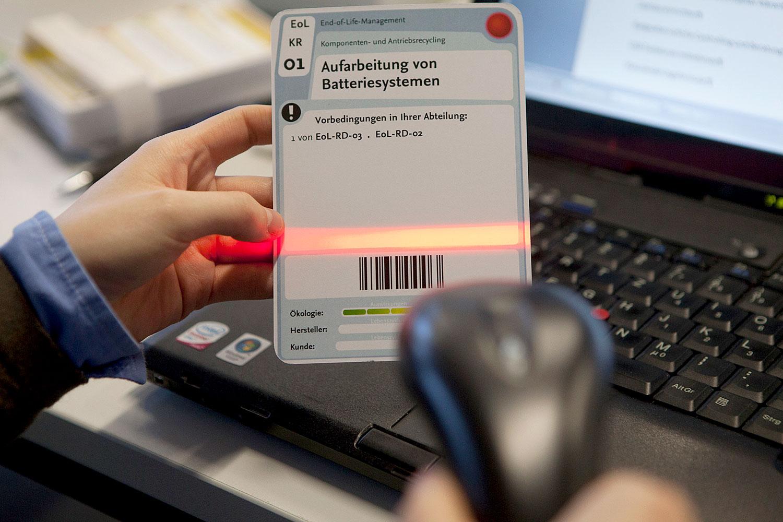 ZU sehen ist ein Handscanner, der Teil eines Planspiels ist.