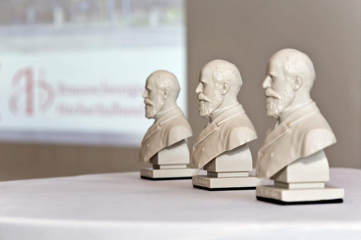 November: Seit 100 Jahren – Verbinden und Fördern der Hochschule